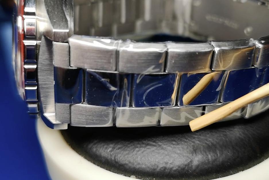 Komandirskie 650841 bracelet showing nice contrast in link finishing